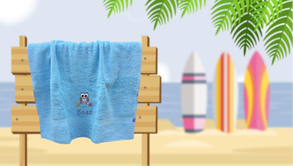 Lichtblauwe Handdoek met Naam en Geborduurd Uiltje
