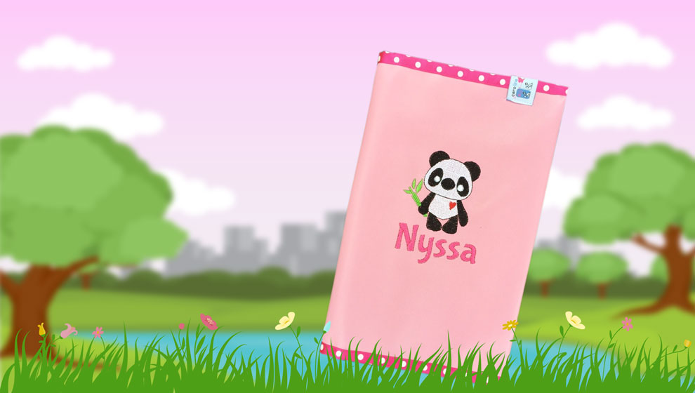 Roze/Fuchsia Luiertasje met Naam en Geborduurde Panda