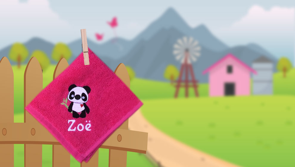 Fuchsia Spuugdoekje met Naam en Geborduurde Panda