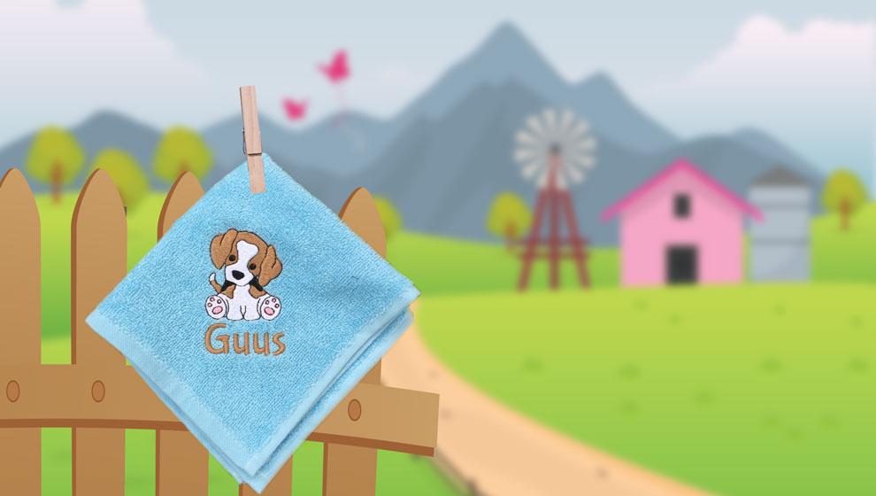 Lichtblauw Spuugdoekje en Geborduurde Beagle